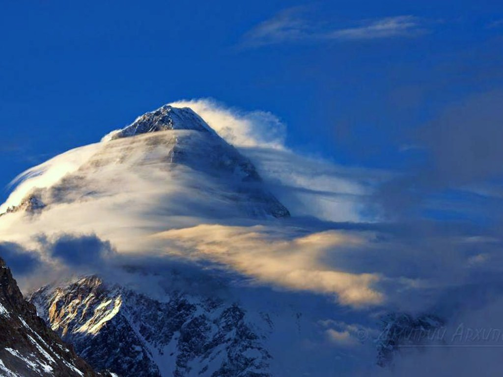 photo of everest nepal wind